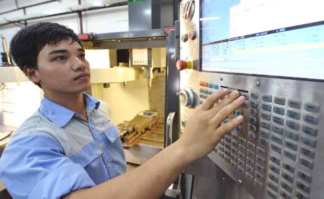 Đầu tư sản xuất ốc vít hay công nghệ gốc?